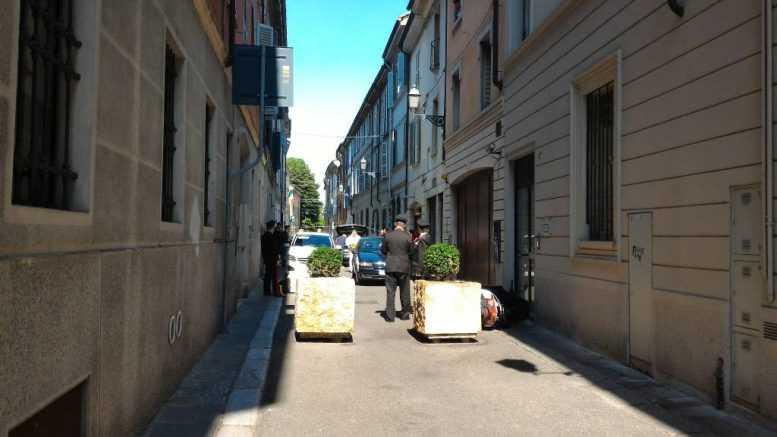 Rapina in gioielleria a Piacenza, feriti due banditi