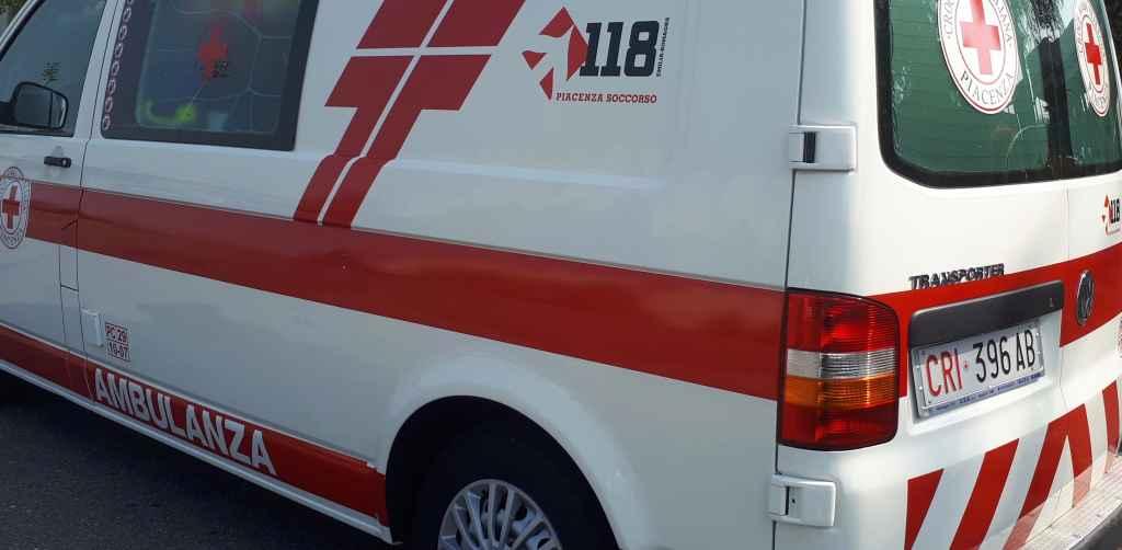 Castelnuovo di Borgonovo, violento scontro tra un'automobile e un camion