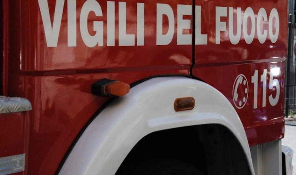 Incendio nell'area in disuso