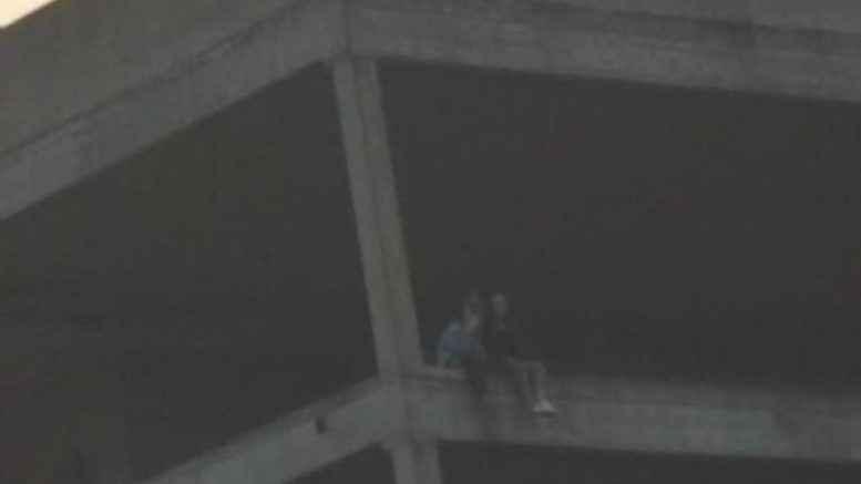 Selfie sul tetto di un edificio