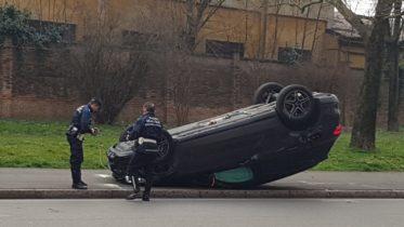 Auto ribaltata in via 24 Maggio