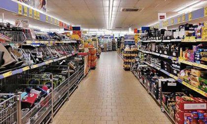 Coronavirus, stop alla vendita nei Supermercati dei prodotti non di prima necessità. La scelta lascia però spazio a diverse interpretazioni