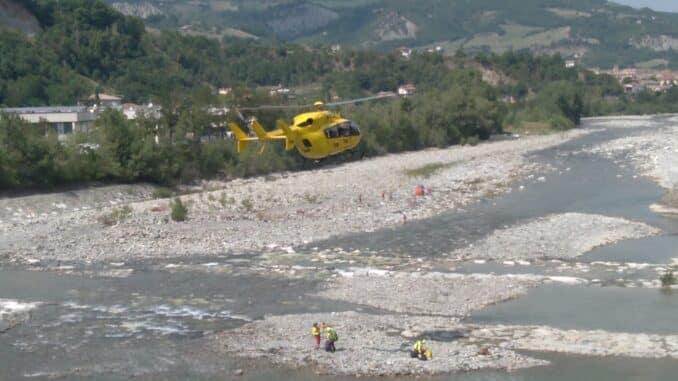 Spiagge del Trebbia, intervento per salvare un bagnante in difficoltà. Giovane trasportato in ospedale dall'elisoccorso - FOTO