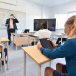 """Lezioni al via il 13 settembre, Daniele Novara sulle regole per la ripartenza: """"Perfezionismo igienico unico, la scuola non va trasformata in un ospedale"""" - AUDIO"""