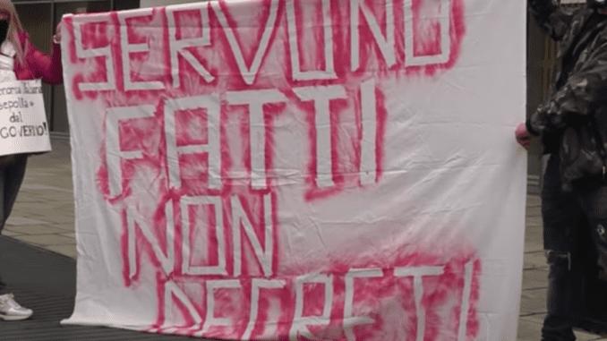 """Proteste contro le chiusure, gli esercenti piacentini: """"Pochi i violenti, tante le persone che manifestano con le lacrime agli occhi - AUDIO SONDAGGIO"""