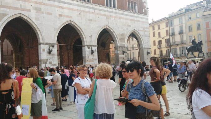 """Manifestazione spontanea contro il Green Pass a Piacenza, """"Non è una cura, è un ricatto"""" - AUDIO, VIDEO e FOTO"""